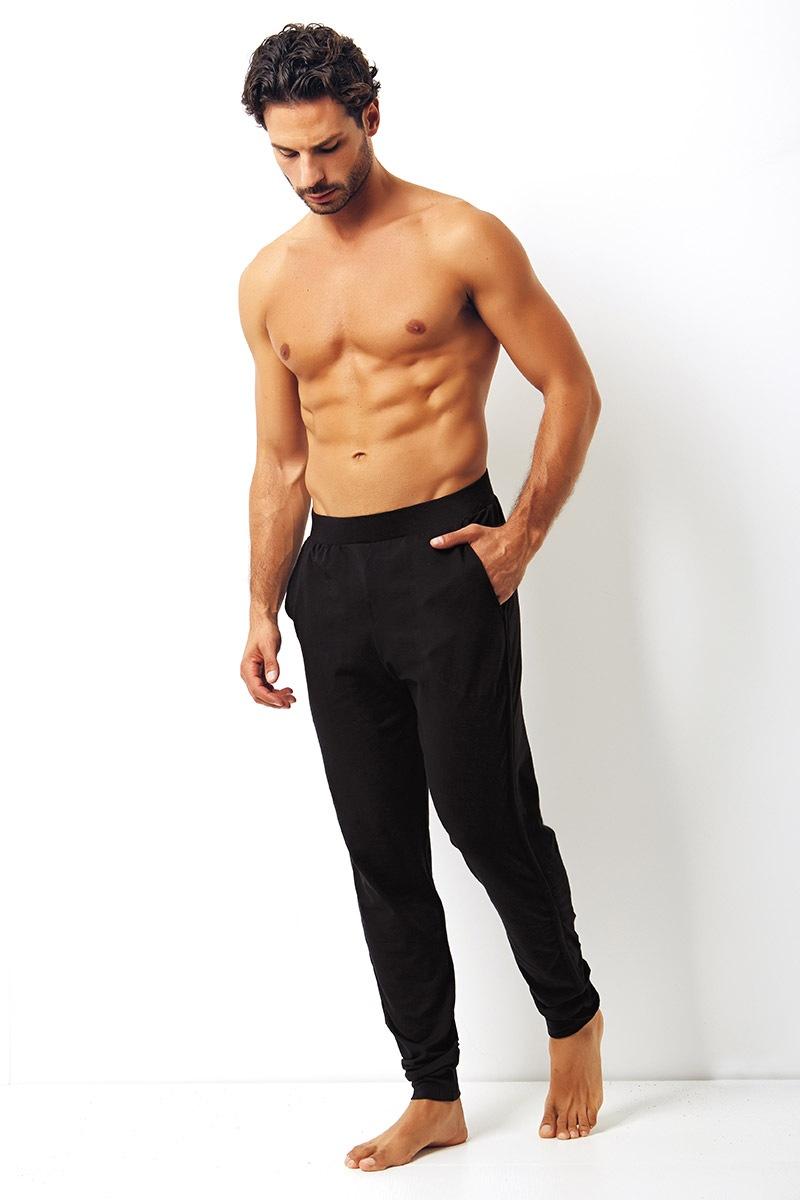 43b67a55e0d1 Pánske bavlnené tepláky Enrico Coveri čierne